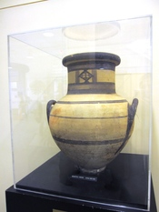 English: Ceramic vase, Geometric period circa 600 B.C. Gift from Cyprus, 1970.