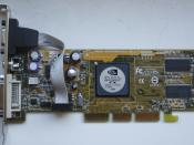 English: GeForce FX 5200 graphics card without cooling. AGP Version Polski: Karta graficzna Geforce FX 5200 bez zamontowanego chłodzenia. Wersja AGP