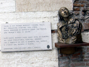 Quotation from Romeo and Juliet and a Portrait of Shakespeare on the right-side Pillar of Gates of Verona, next to the entrance to the Museo Maffeiano.