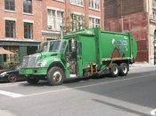 Français : Camion de collecte des déchets à Montreal