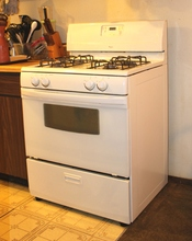 English: A gas range manufactured by the Whirlpool Corporation