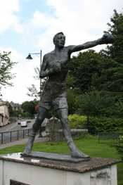 Sculpture of Eddie Thomas, Merthyr boxer, situated in Bethesda Gardens, Merthyr Tydfil