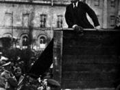 English: Lenin giving a speech to the troops at the on, May 5, 1920 with Trotsky in foreground. Taken in front of Moscow's Bolshoi Theater. (note that this is only the left half of the original picture; the right half featured Trotsky, so the picture got