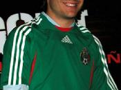 English: Kuno Becker with Mexico Soccer Jersey for upcoming film Goal! 3 that's not kuno becker, tarts