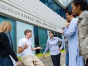 English: students in front of the Frederick S. Pardee RAND Graduate School