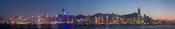 English: A 12 segment panoramic image of the Hong Kong skyline at dusk, with Christmas lighting in December 2008. Français : Vue sur Hong Kong au crépuscule avec les illuminations de noël. Image panoramique obtenue en assemblant 12 clichés réalisés avec u