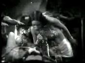 La of Opar (Kithnou) about to sacrifice Lady Jane (Natalie Kingston) in Tarzan the Tiger (1929)