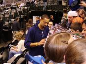 English: Juwan Howard signing autographs