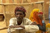 English: Villagers (Saharia adivasis), Bathpura, district Gwalior, India. Français : Villageois (adivasis Saharia), Bathpura, district Gwalior, India.