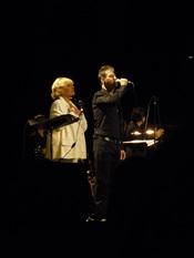 Français : Jeanne Moreau et Étienne Daho dans Le Condamné à mort de Jean Genet, salle Pleyel, le 2 juillet 2011.