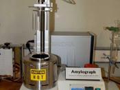 English: Amylograph – standard instrument for measuring the gelatinization properties and enzyme activity (α-amylase) of flour. Deutsch: Amylograph in einem Mühlenlabor – Standard-Gerät zur Messung der Verkleisterungseigenschaften und Enzymaktivität (α-Am