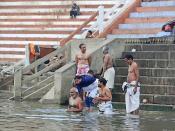Bains rituels dans le Gange (Varanasi)
