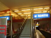 Français : La mezzanine de la station de métro de ligne 5 Bobigny - Pantin - Raymond Queneau.