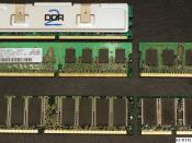 English: RAM memory modules. TOP L-R, DDR2 with heat spreader, DDR2 without heat spreader, Laptop DDR2, Desktop DDR, Laptop PC-100 Italiano: banchi di memoria RAM. Dall'alto al basso e da sinistra verso destra: DDR2 con dissipatore, DDR2 senza dissipatore