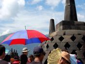 English: tourists at Borobudur