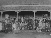 English: Springsure State School student group, 1884 The first Springsure State School. Students and their teachers are standing on the verandah of the school building.