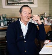 English: Terence Rattigan in his suite at Claridges..
