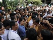 English: Aung San Suu Kyi greeting supporters from Bago State on 14 August 2011.