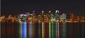 English: Night shot profiling the Colors and Lights of the Downtown Sky. Night Shot, Long Exposure. San Diego, California. Français : Vue de nuit du quartier d'affaires de San Diego, Californie (USA). Exposition longue.