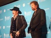 English: Country music duo Brooks & Dunn: Kix Brooks (left) and Ronnie Dunn.