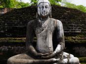 English: Buddhist statue in the former capital city of Polonnaruwa in Sri Lanka. Français : Statue Bouddhiste située dans les ruines de l'ancienne capitale du Sri Lanka : Polonnaruwa.