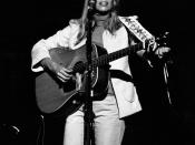 English: Joni Mitchell performing in concert photo by Paul C Babin