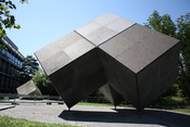 Deutsch: Zwillingsplastik von Isamu Noguchi, Tucherpark, München