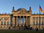 Reichstag building seen from the west, before sunset Français : Le Palais du Reichstag coté Ouest avant le coucher de soleil