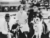 English: Watson family members, Cribb Island, 1926.