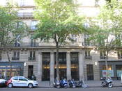 English: 17 Boulevard Haussmann, Paris 9th arr. Formerly the head office of the French bank Banque Transatlantique, it is now the head office of the French company Danone. Français : 17 Boulevard Haussmann, Paris 9e arr. Anciennement, siège de la Banque T