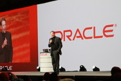 English: Larry Ellison lecturing during Oracle OpenWorld, San Francisco 2010 עברית: לארי אליסון מרצה בכנס אורל בסאן פרנסיסקו