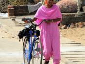 English: Young woman from Tamil Nadu near Mahabalipuram, India Français : Jeune femme du Tamil Nadu près de Mahâballipuram, Inde