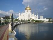 English: Mosque in the centre of Bandar Seri Begawan (BSB) capital of Negara Brunei Darussalam Español: Mezquita de Omar Ali Saifuddin Polski: Meczet w centrum Bandar Seri Begawan, stolicy Brunei