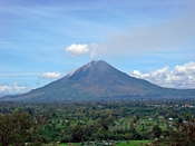 English: Mount Sinabung seen from Gundaling Hill on 13 September 2010 Bahasa Indonesia: Gunung Sinabung dilihat dari Bukit Gundaling pada tanggal 13 September 2010