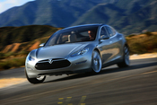 English: The Tesla Model S is an all-electric sedan.