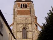 clocher de l'église de Lorris dans le Loiret (France)