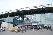 English: Amsterdam Schiphol Airport entrance