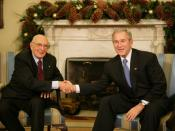 English: President George W. Bush and President Giorgio Napolitano exchange handshakes during the Italian leader's visit Tuesday, Dec. 11, 2007, to the White House. President Bush told his counterpart,