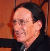 English: Ken Hensley at the Creativity WorldForum 2009 in Ludwigsburg/Germany Deutsch: Ken Hensley auf dem Creativity WorldForum 2009 in Ludwigsburg
