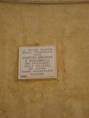 English: The Cartier-Bresson commemorative plaque in Scanno