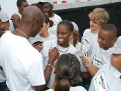 Jerry Rice signing autographs in 2006.
