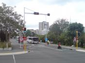 English: Grafton Bridge in Auckland, New Zealand. Looking west from the intersection with Grafton Road. Notice the overhead lane signals installed after hundreds claimed to not have seen the