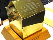 English: Picture of entire bronze Happy Meal presented to Robert Bernstein on 10th anniversary of Happy Meal. Award text commemorates Robert as creator of the Happy Meal