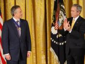 English: President George W. Bush applauds former Prime Minister Tony Blair after presenting him Tuesday, Jan. 13, 2009, with the 2009 Presidential Medal of Freedom during ceremonies in the East Room of the White House.