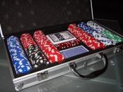 English: Poker chips (300 pieces, 2 decks of cards) Suomi: Pelimerkkejä ja pelikortit. Български: 300 Чипа за покер и две тестета карти