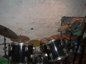 English: drum kit including african drum, china cymbal, trash hit cymbal, bass drum abd toms,hi hats, snare and rototoms