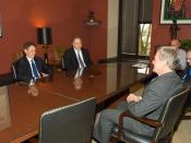 English: Treasury Secretary designee Tim Geithner meets Finance Committee Chairman Max Baucus; in photo, clockwise from the left are Secretary designee Timothy Geithner, transition staffer Jim Crounse, Finance Committee staff director Russ Sullivan, Finan