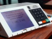 English: Electronic voting machine used in Brazilian elections. Português: Urna eletrônica que é usada nas eleições brasileiras. O objeto da urna, no caso é sobre o Referendo sobre a proibição da comercialização de armas de fogo e munições