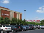 Delta Air Lines headquarters in Atlanta Español: La sede del Delta Air Lines en Atlanta Français : Le siège de Delta Air Lines Italiano: La sede di Delta Air Lines 日本語: デルタ航空の本部 한국어: 델타 항공 빌딩 Português: A sede da Delta Air Lines Русский: Delta Air Lines ш