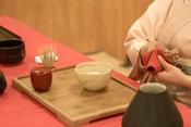 English: Japanese tea ceremony at Japan Matsuri 2010 (Montpellier, France). Français : La cérémonie du thé japonaise à Japan Matsuri 2010 (Montpellier, France).